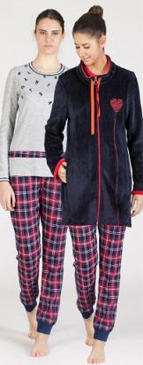 Conjunto de bata y pijama.